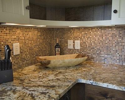 Образец оформления фартука на кухне Мозаикой.